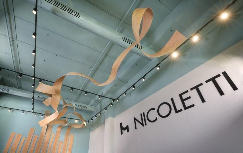 פסל אומנותי בתקרה חנות ניקולטי